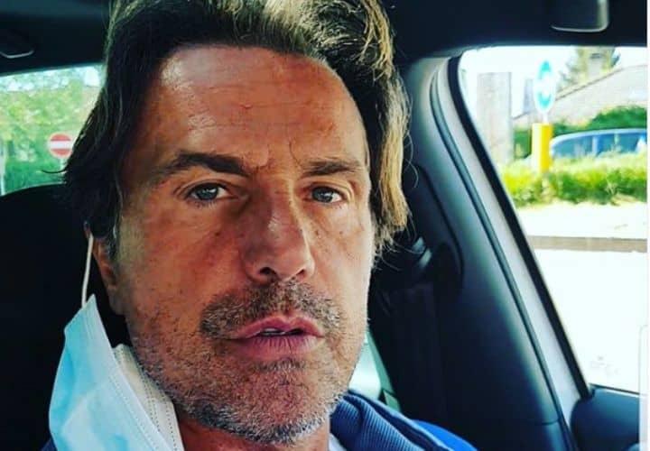 Antonio Zequila in primo piano in auto