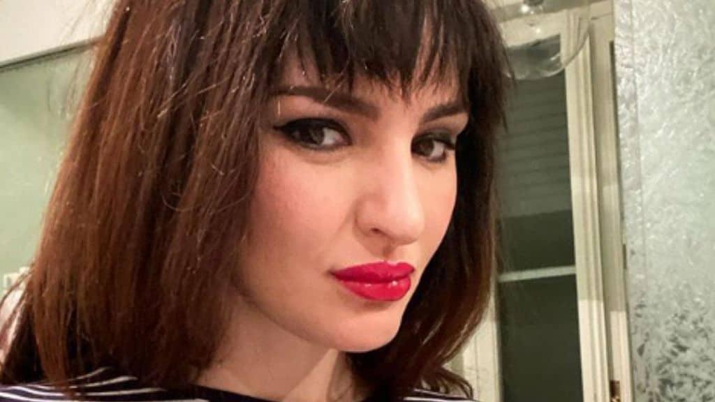 Arisa cambia look: la cantante spiega perché indossa una parrucca