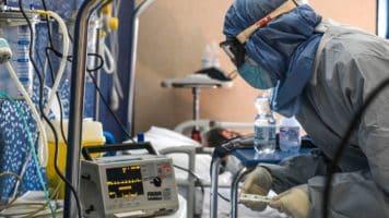 personale sanitario a lavoro durante l'emergenza coronavirus