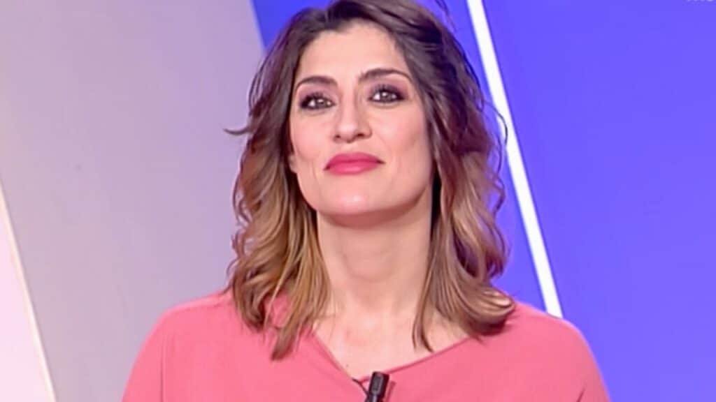 Elisa Isoardi, l'ex di Matteo Salvini ironizza sul calo dei