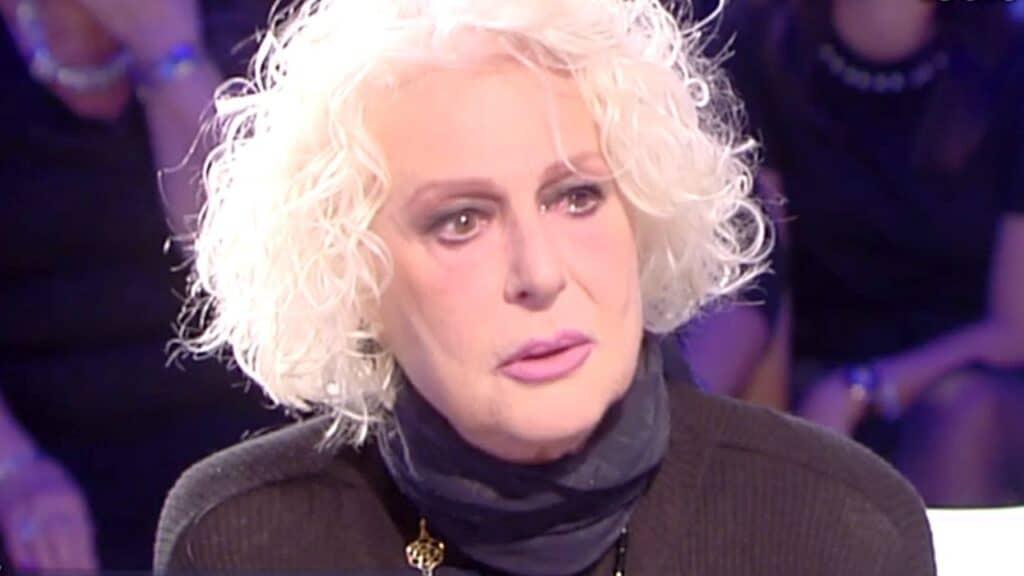 Loretta Goggi si commuove mentre racconta l'amore con Gianni Brezza