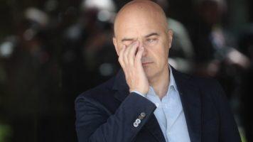 Luca Zingaretti con faccia seria