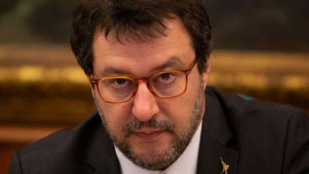 Incidente in bici per Matteo Salvini