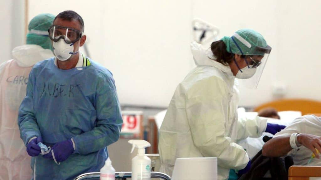 coronavirus in italia, dei medici in ospedale