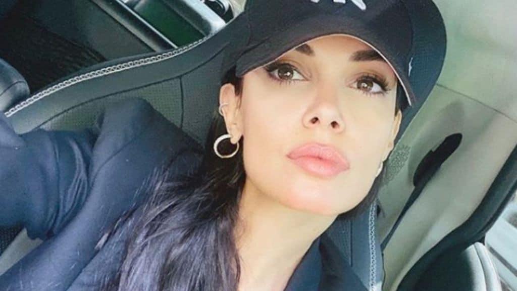 Selfie dell'attrice Michela Quattrociocche in auto