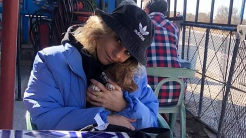 Nicoletta è bloccata in Marocco dal Coronavirus insieme al cagnolino Oscar.