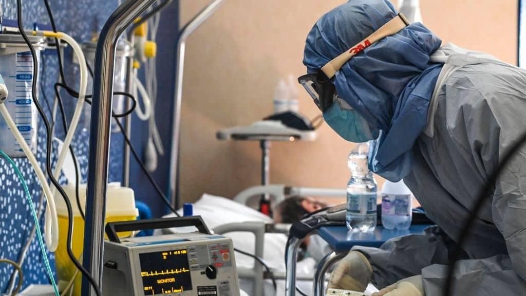 medico in ospedale per il coronavirus