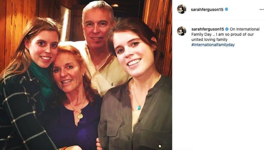 La foto di famiglia postata da Sarah Ferguson su Instagram