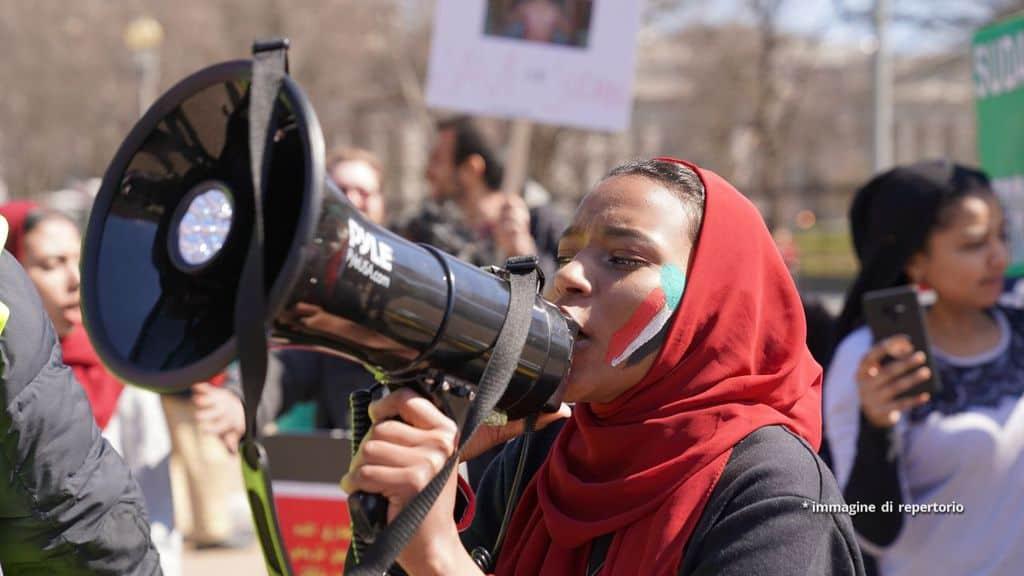 Donna protesta in Sudan