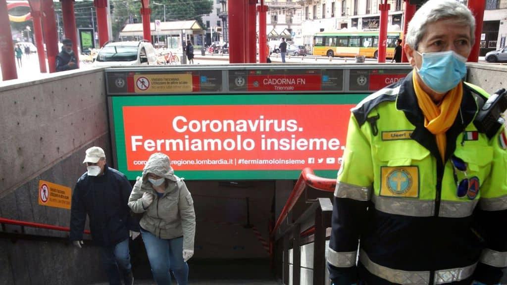 protezione civile alla fermata della metro