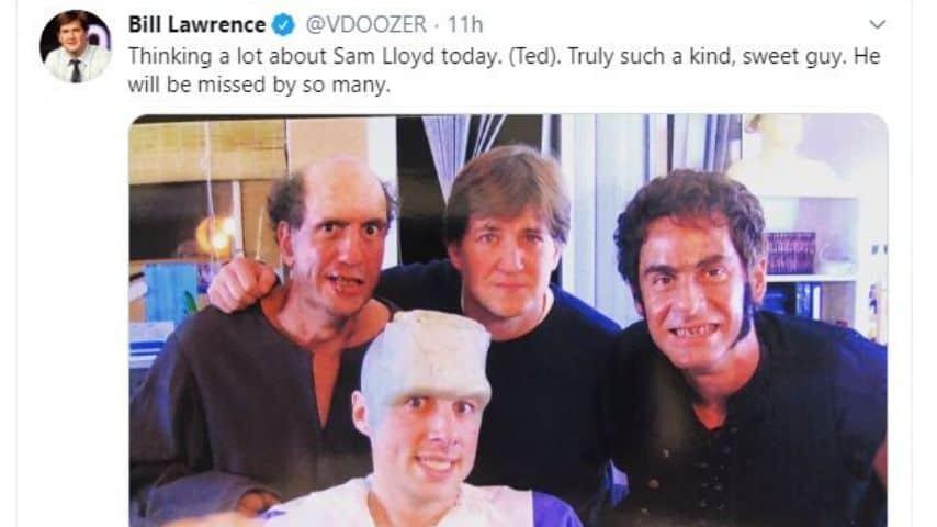 Il creatore di Scrubs Bill Lawrence ricorda Sam Lloyd/Ted Buckland, morto per un cancro ai polmoni