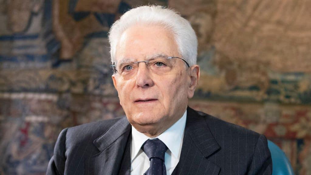 Sergio Mattarella durante un discorso