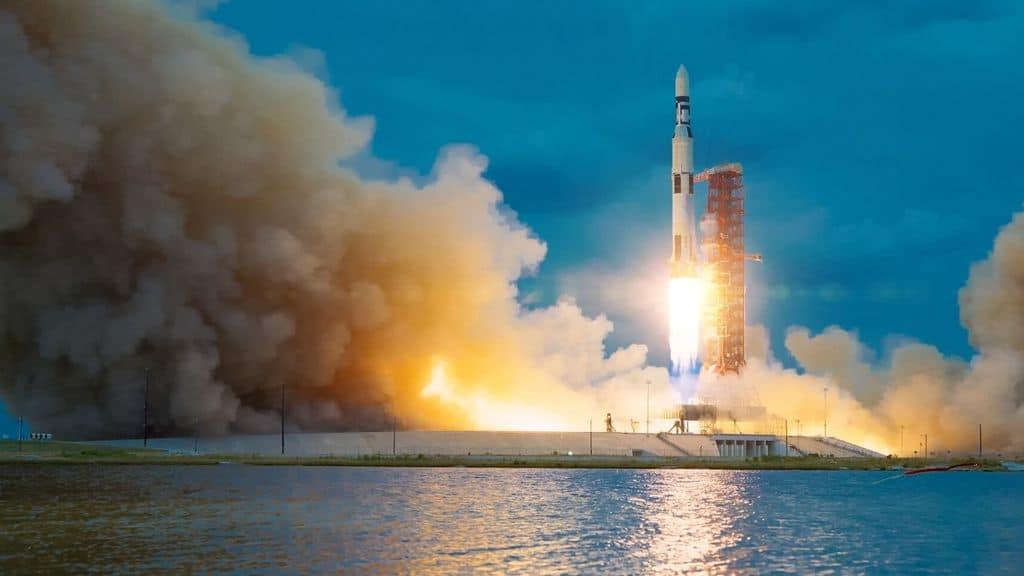 uno dei razzi di SpaceX in fase di lancio