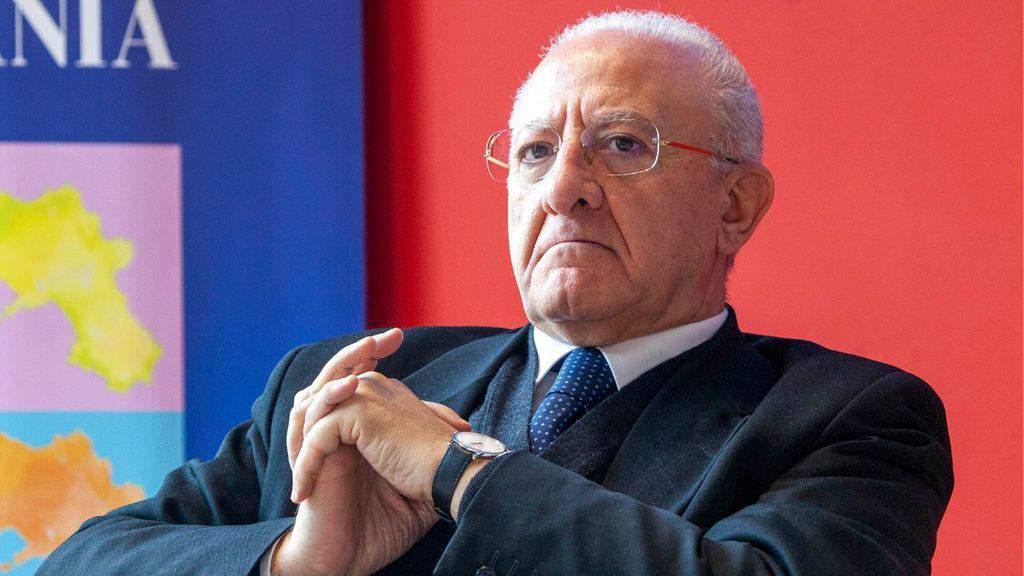 Vincenzo De Luca, governatore della Campania, si rifiuta di firmare l'intesa Stato-Regioni sulle riaperture nella fase 2