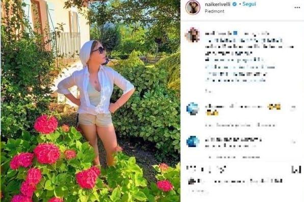 Ornella Muti viene fotografata nel suo giardino dalla figlia Naike Rivelli