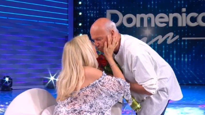 Mara Venier e Nicola Carraro: il bacio in diretta a Domenica In