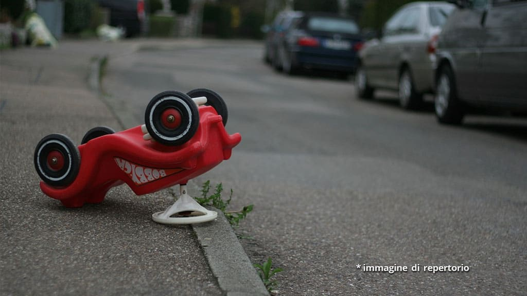 giocattolo in strada