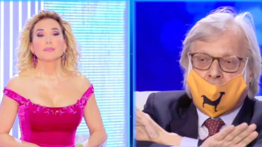 Vittorio Sgarbi con la mascherina a Live non è la d'Urso