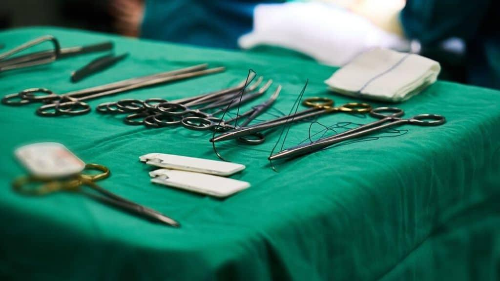 Torino, medici costretti a tenere fegato in vita artificialmente per 23 ore: troppi interventi