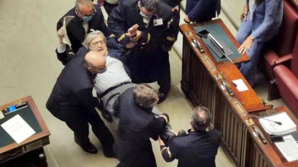 Vittorio Sgarbi allontanato dalla Camera