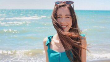 Aurora Ramazzotti in riva al mare