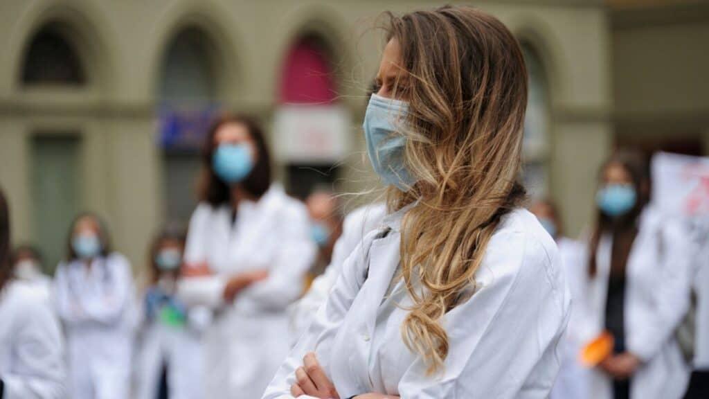 Coronavirus Italia: nuovo picco di contagi, oltre 35mila mor