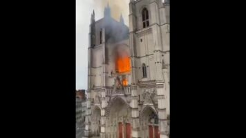 L'incendi nella cattedrale di Nantes