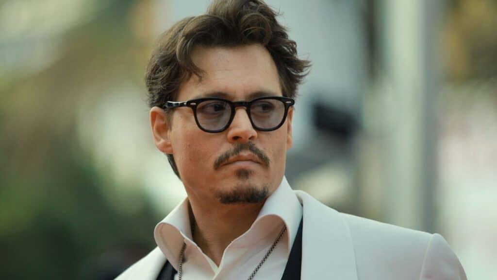 """Johnny Depp: il regista di Minamata accusa lo studio di aver """"seppellito"""" il film a causa del privato del divo"""