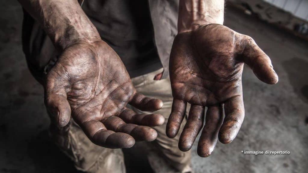 Un paio di mani sporche