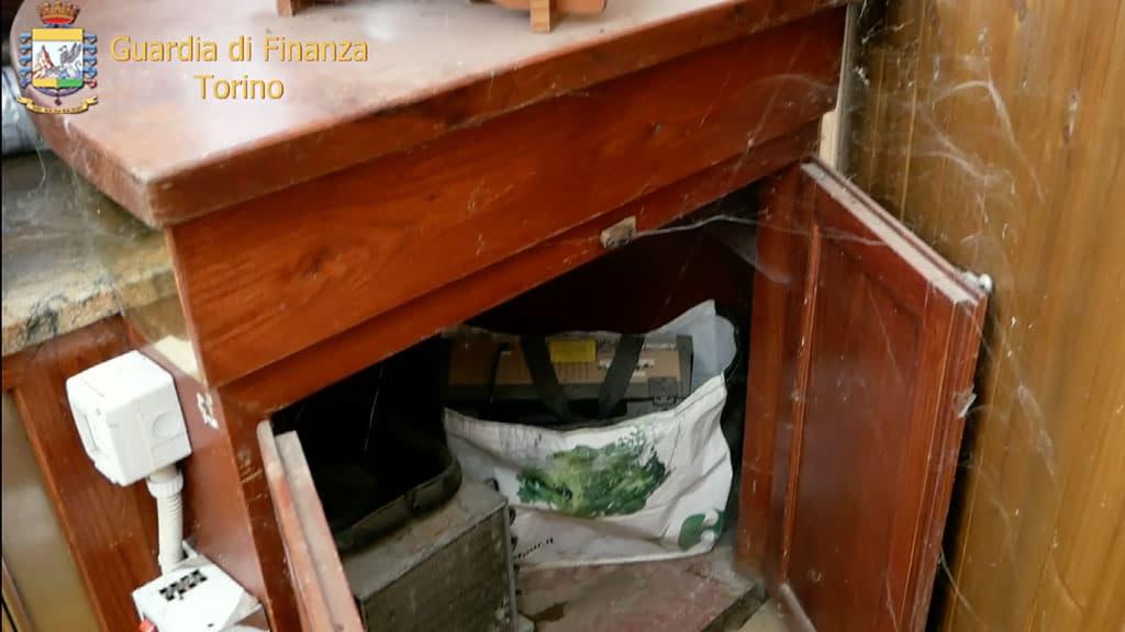 Mobile del centro estivo abusivo di San Gillio nelle immagini della Guardia di Finanza