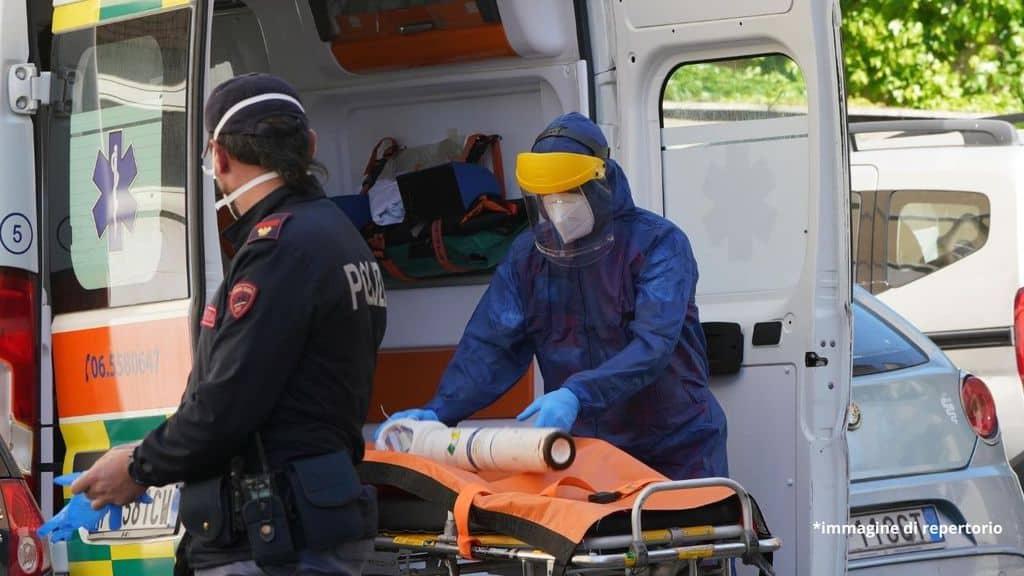 polizia e un'ambulanza