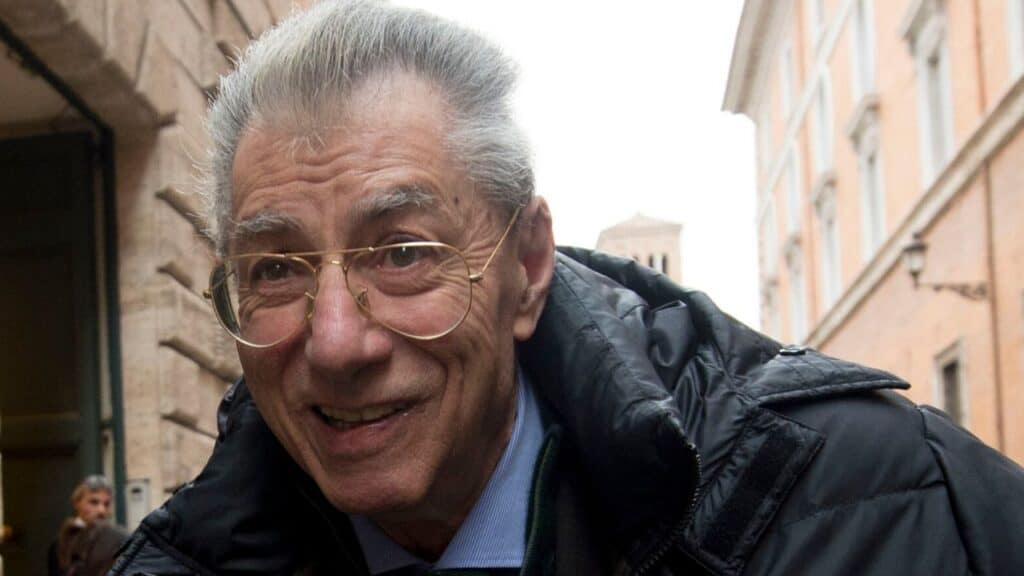 """Umberto Bossi ricoverato, parla il figlio Renzo: """"Sta facend"""