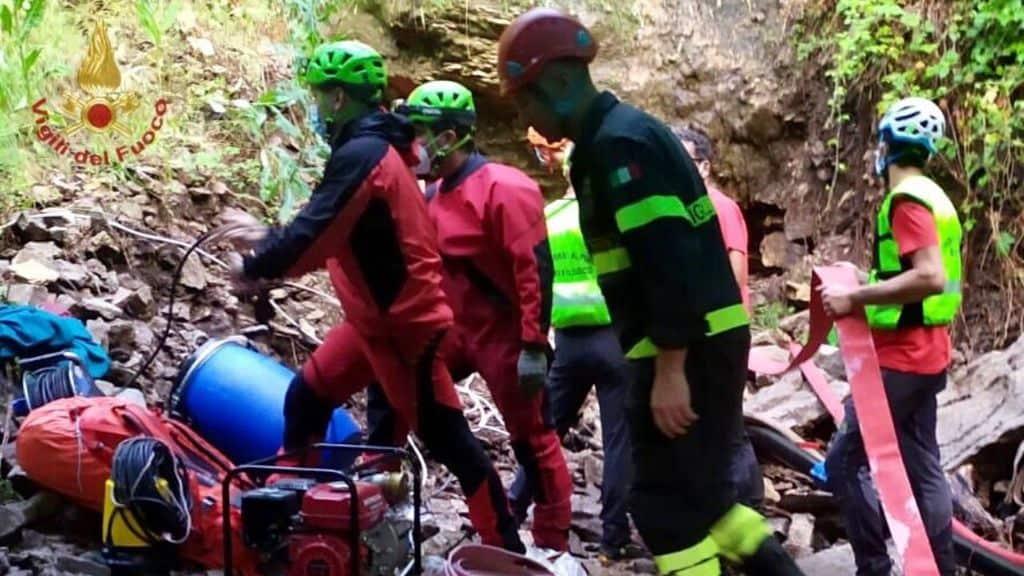 3 speleologi dispersi in una grotta in provincia di Pescara: uno è morto