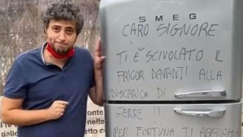 Il sindaco di Gerre de' Caprioli (Cremona) ha con sarcasmo multato un cittadino incivile che ha abbandonato per strada un frigorifero