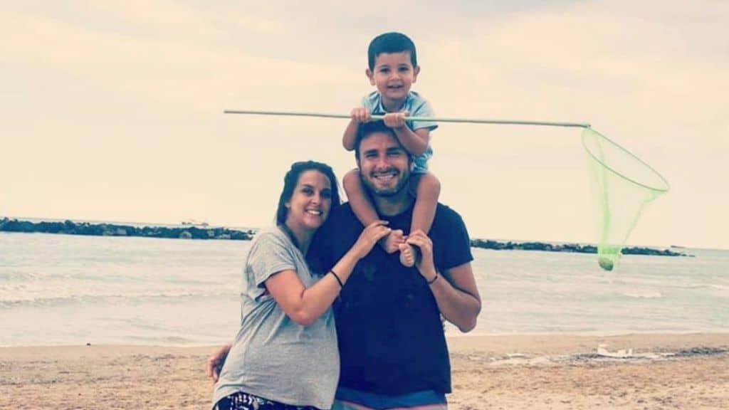 Sahra e Alessandro Di Battista in spiaggia