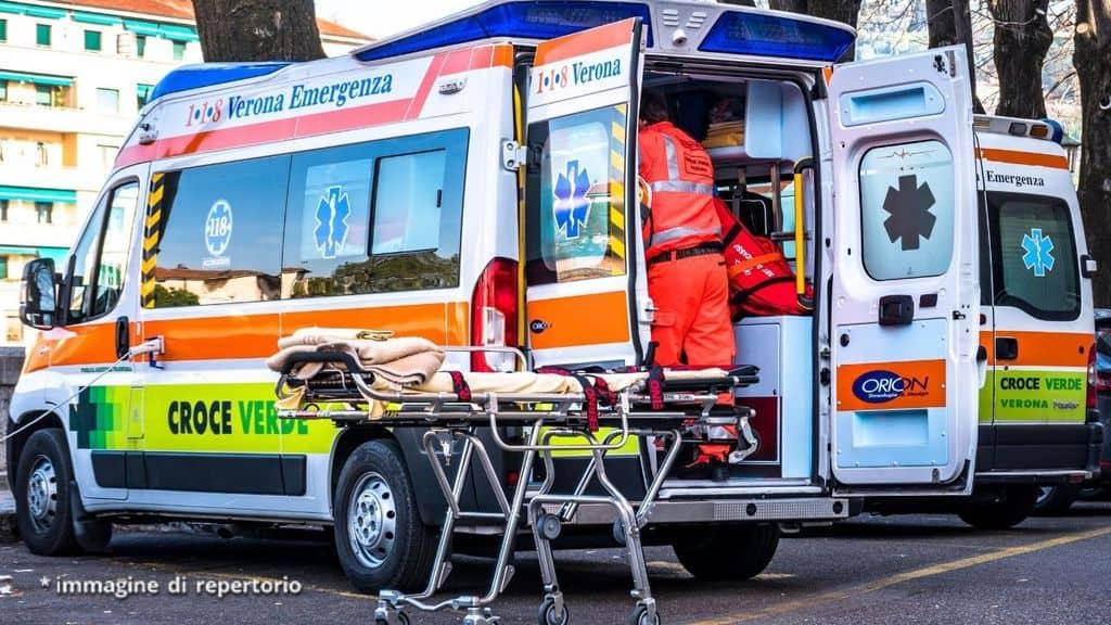 ambulanza e soccorritori