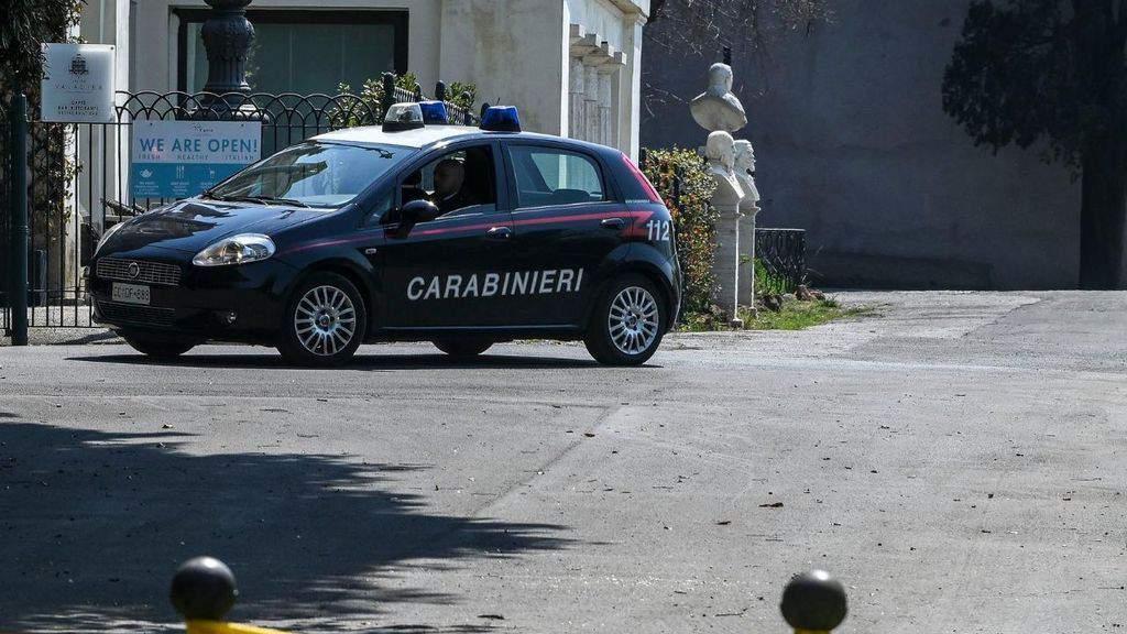auto dei carabinieri sotto il sole
