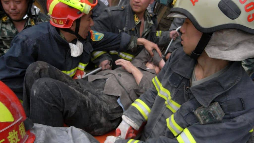 Crolla un ristorante in Cina durante una festa di compleanno. 29 morti e 28 feriti. Ignote le cause della tragedia