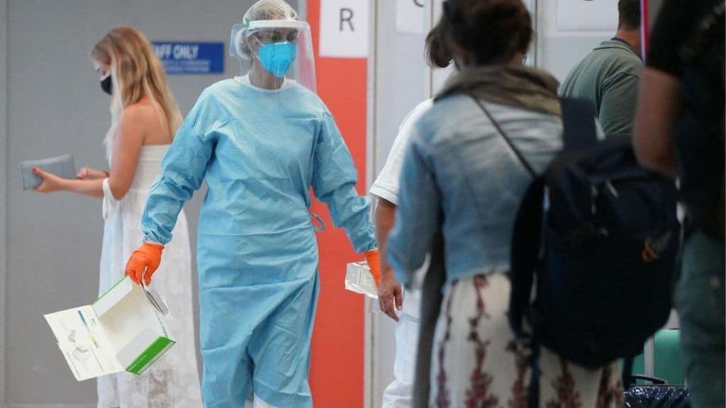 Controlli anti-Coronavirus in un aeroporto