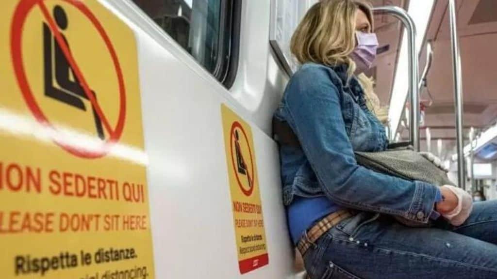 Coronavirus, stop al distanziamento sociale sui treni. Cts preoccupato