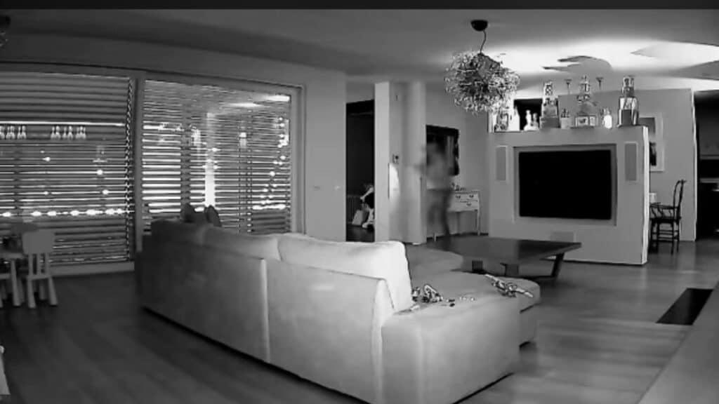 Ladri in casa di Facchinetti: il video dell'irruzione in casa