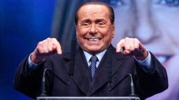 Silvio Berlusconi durante un comizio