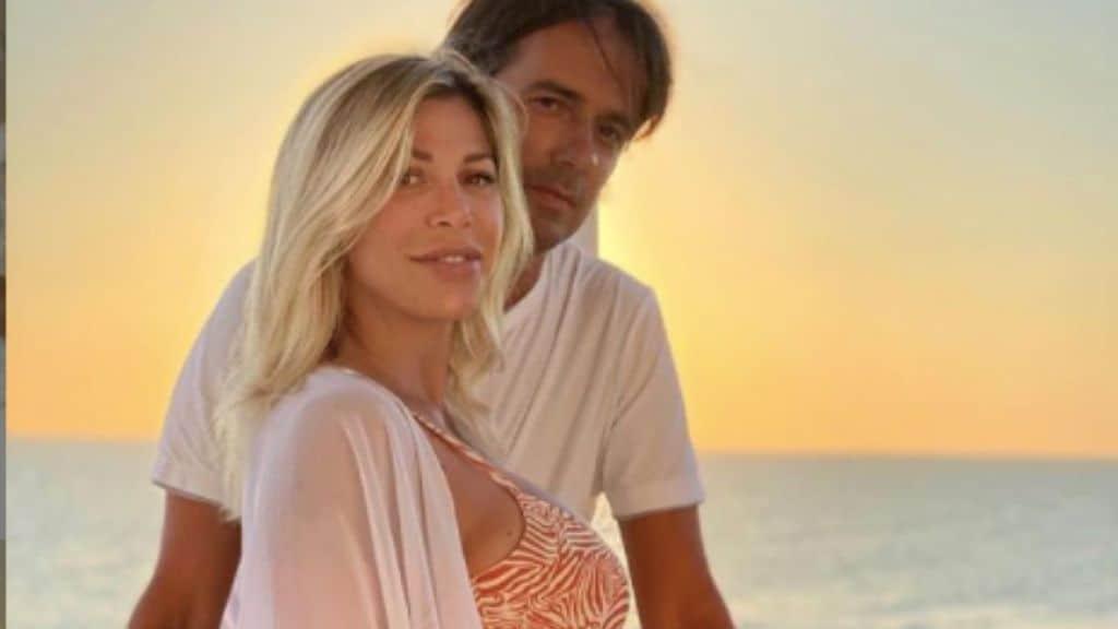 Simone Inzaghi e la moglie Gaia in primo piano al tramonto