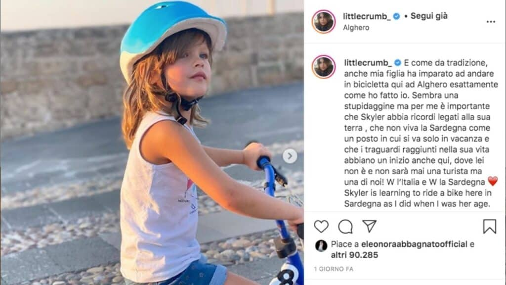 skyler eva, la figlia di elisabetta canalis, in bicicletta
