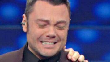 Tiziano Ferro che piange