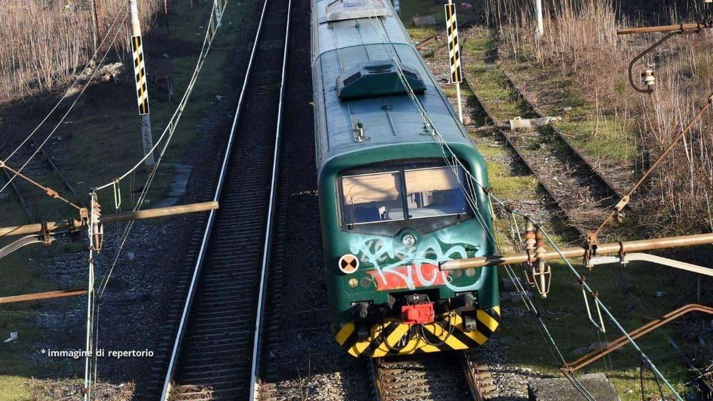 Un treno di Trenitalia sui binari