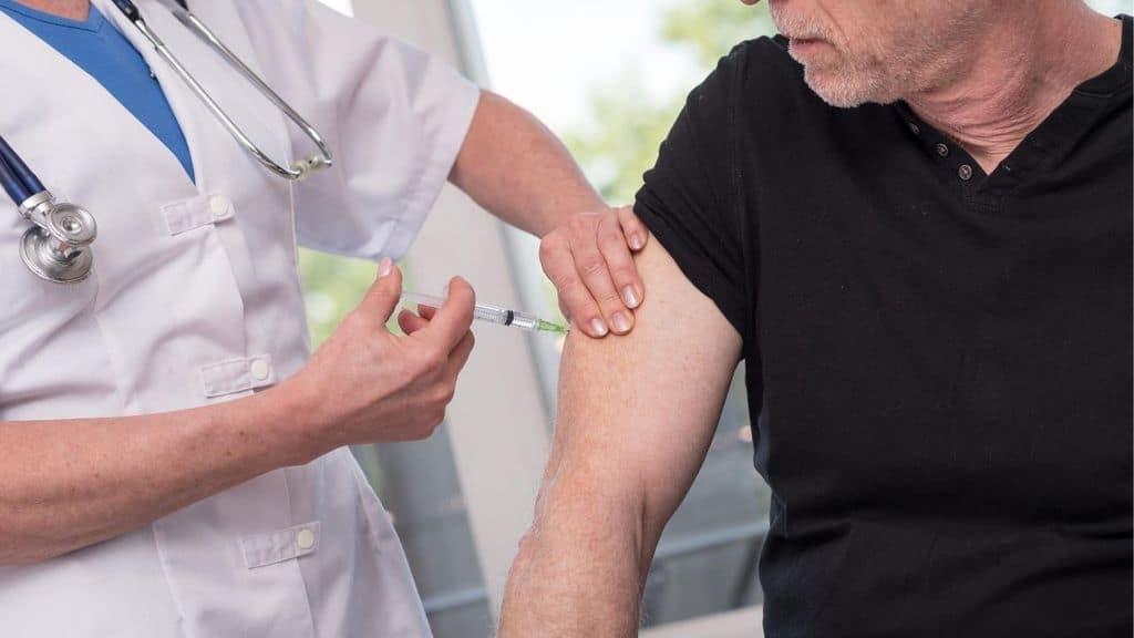 vaccino coronavirus iniezione
