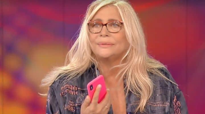 """Domenica In, Mara Venier chiama il marito in diretta: """"Mi stai guardando amore?"""""""