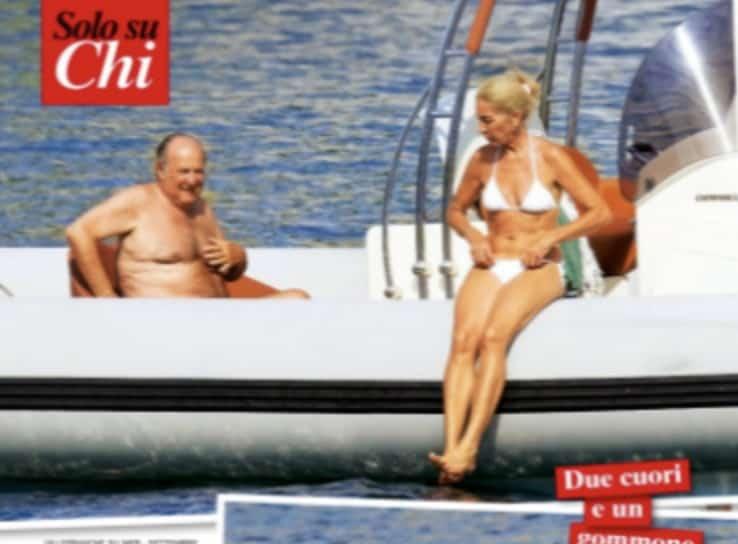 Gerry Scotti in barca con la compagna Gabriella Perino