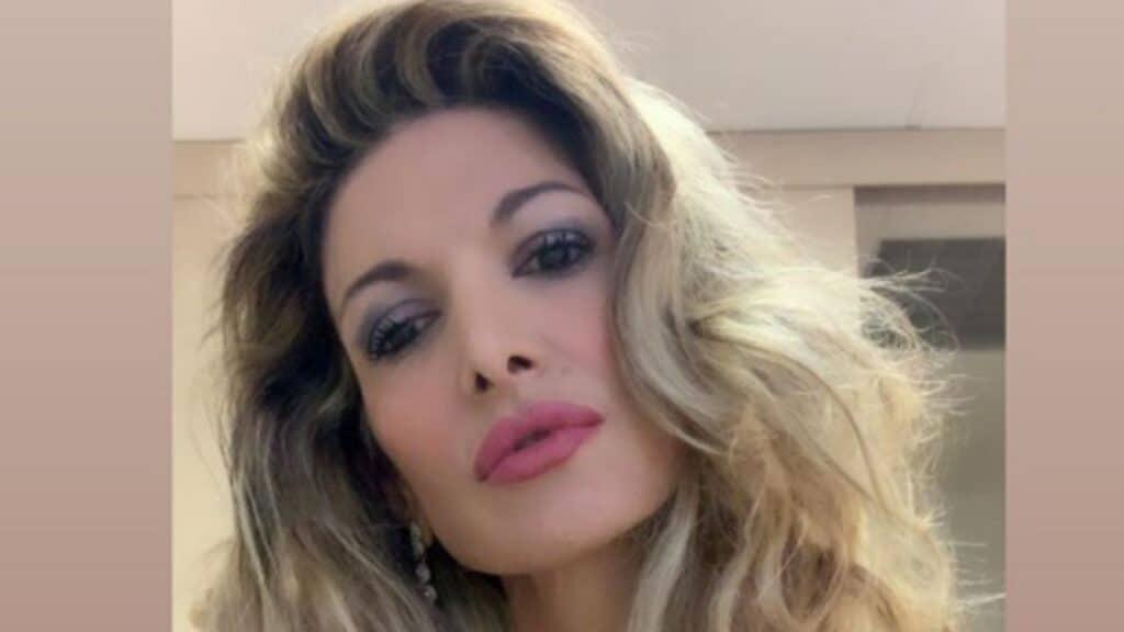 Maria Monsè, la figlia 14enne si ritocca il naso: è polemica